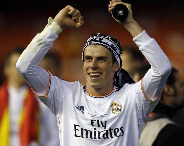 Hrdina. Gareth Bale zastínil barcelonského Lionela Messiho a dotáhl Real Madrid k první letošní trofeji.