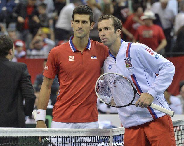 Srbský tenista Novak Djokovič (vlevo) a Radek Štěpánek před vzájemným daviscupovým utkáním v Bělehradě v roce 2013.