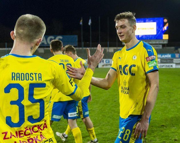 Jan Knapík z Teplic se raduje z vítězného utkání proti Zlínu.