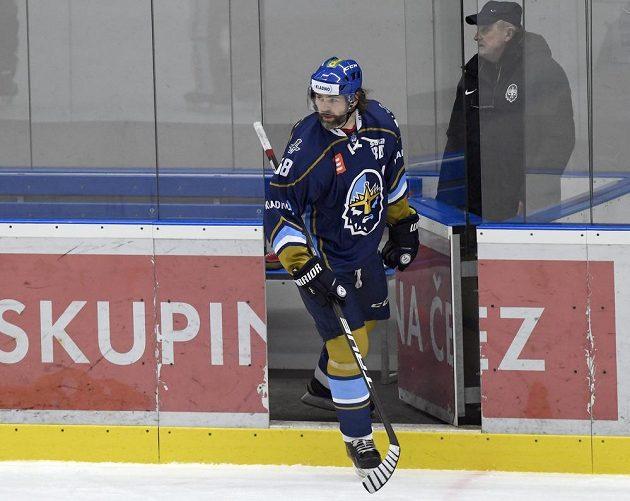 Jaromír Jágr z Kladna odchází z trestné lavice v úvodním duelu play off s Přerovem.