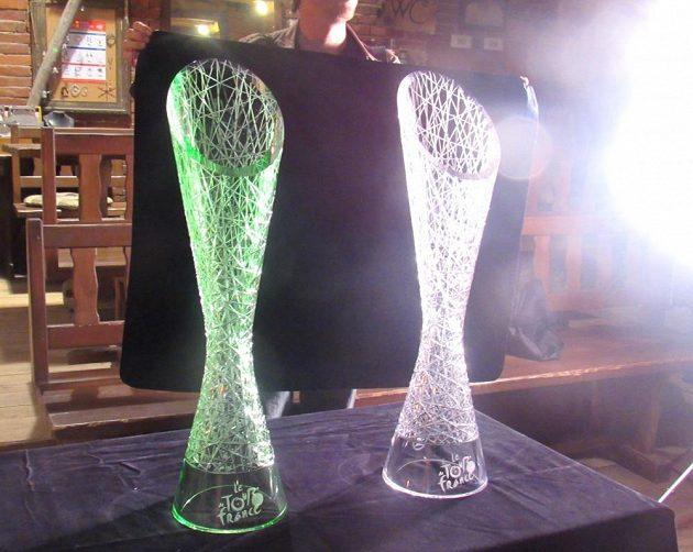 Unikátní cenu z českého křišťálu vyrobili skláři v Lindavě u Nového Boru podle návrhů designéra Škody Auto Petera Olaha.