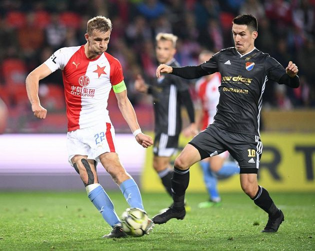 Záložník Slavie Tomáš Souček se chystá zakončit akci během utkání s Baníkem Ostrava.