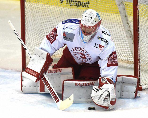 Třinecký brankář Šimon Hrubec při utkání v Litvínově.