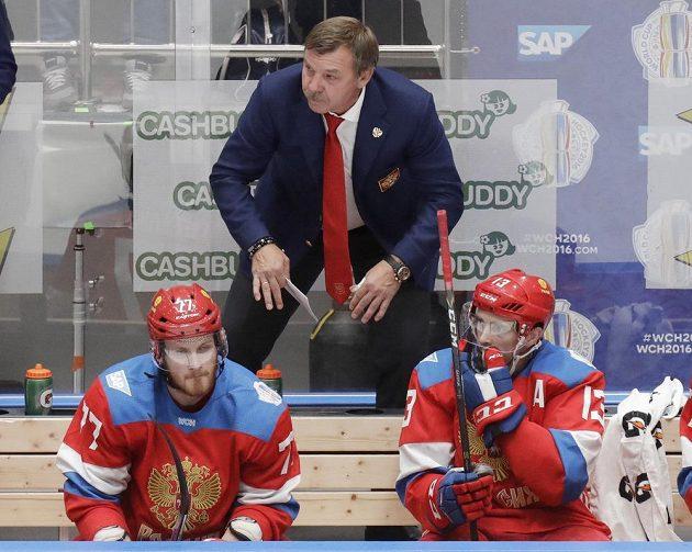 Trenér Oleg Znarok na ruské střídačce během přípravného zápasu s Českem.