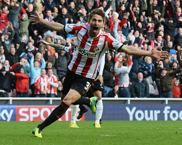 Útočník Sunderlandu Fabio Borini slaví gól do sítě Newcastlu United.
