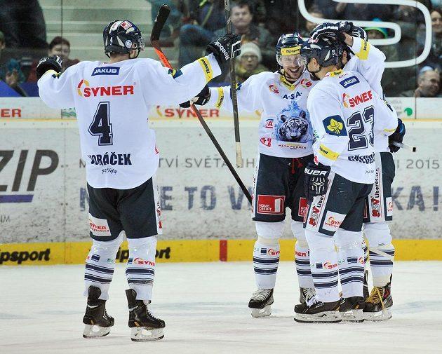 Hráči Liberce se radují z třetího gólu, zdálo se, že v utkání s Třincem kráčejí k vítězství.