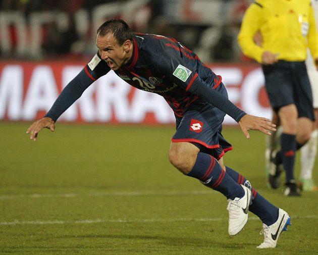 Útočník San Lorenza Mauro Matos slaví gól proti Aucklandu.