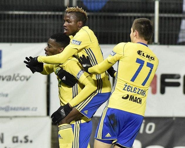 Hráči Zlína se radují z gólu Ibrahima Benjamina Traorého (vlevo).