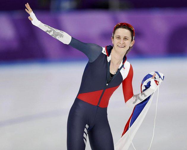 Štastná Martina Sáblíková poté, co vybojovala stříbrnou medaili v závodě na 5000 m.