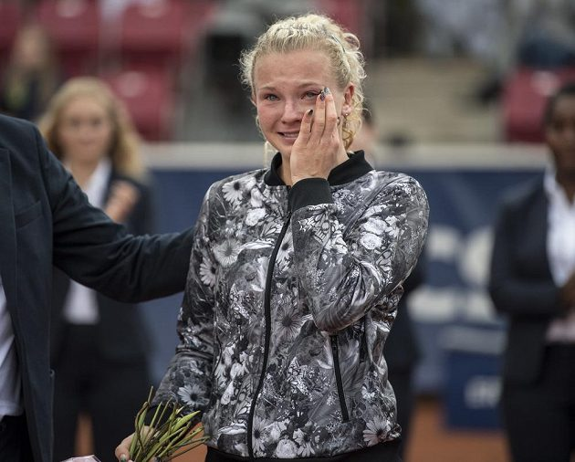 Slzy v očích měla jednadvacetiletá česká hráčka po svém druhém vítězství na turnaji WTA.