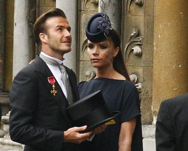 David Beckham si připnul Řád Britského impéria a s manželkou Victorií vyrazili na svatbu prince Williama s Kate Middletonovou v dubnu 2011.