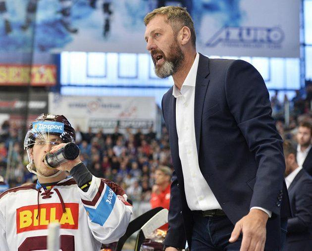 Zleva Tomáš Dvořák ze Sparty a trenér Sparty Jaroslav Nedvěd.