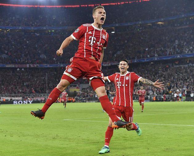 Fotbalista Bayernu Joshua Kimmich slaví gól v síti Realu Madrid v semifinále Ligy mistrů.