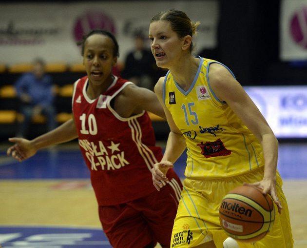 Farhiya Abdiová z Krakova (vlevo) a Eva Vítečková z USK Praha.