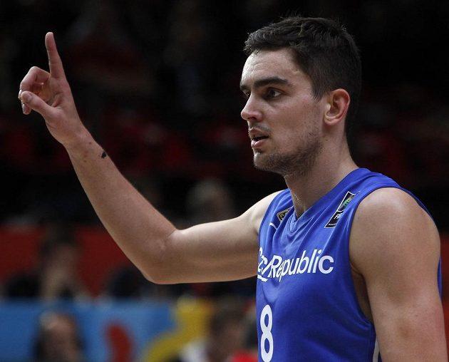 Český basketbalista Tomáš Satoranský během čtvrtfinálového duelu mistrovství Evropy se Srbskem.