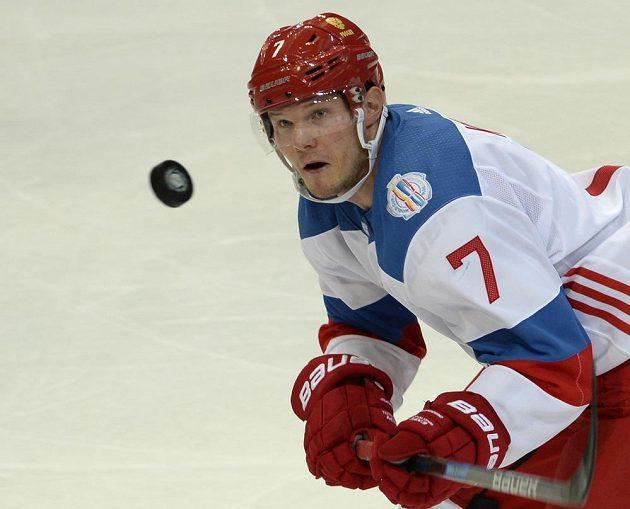 Ruský hráč Dmitrij Kulikov.