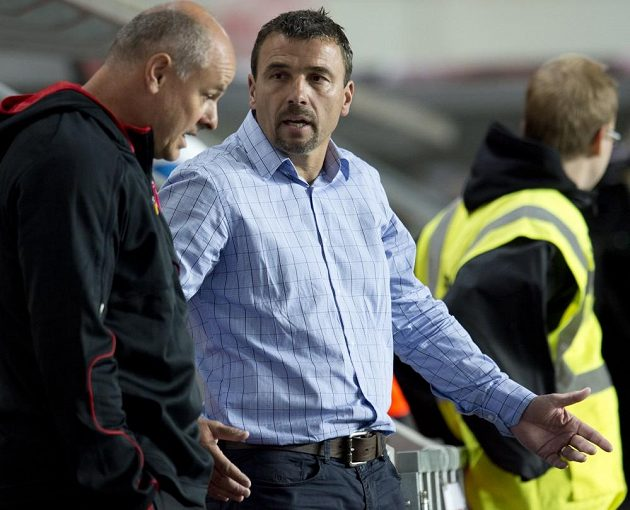 Trenér Michal Petrouš (uprostřed) po debaklu Slavie s Mladou Boleslaví rezignoval.
