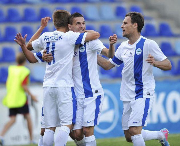 Radost fotbalistů Liberce po úvodním gólu v síti Skonto Riga (zleva Martin Frýdek ml., David Pavelka a Michael Rabušic).