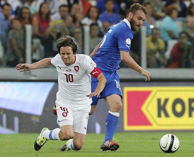 Kapitán národního týmu Tomáš Rosický v zápase s Itálií.