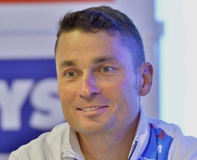 Cyklista a vlajkonoš Jiří Ježek na tiskové konferenci ještě před odletem české výpravy na paralympijské hry v Riu.