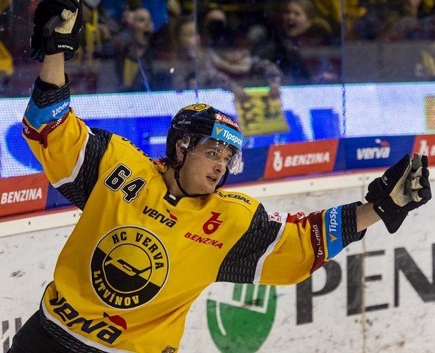Ondřej Jurčík z Litvínova se raduje z gólu.