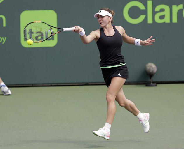 Simona Halepová z Rumunska v zápase proti Nicole Vaidišové.