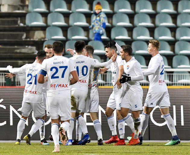 Hráči Baníku Ostrava se radují z vyrovnávacího gólu.