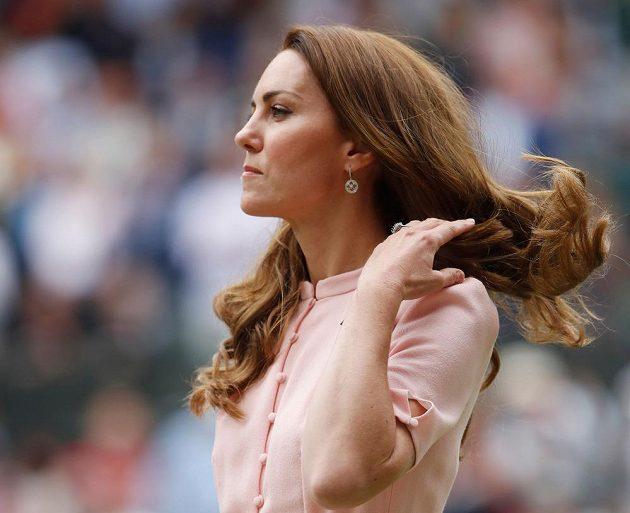 Vévodkyně Kate během finále mužské dvouhry ve Wimbledonu.