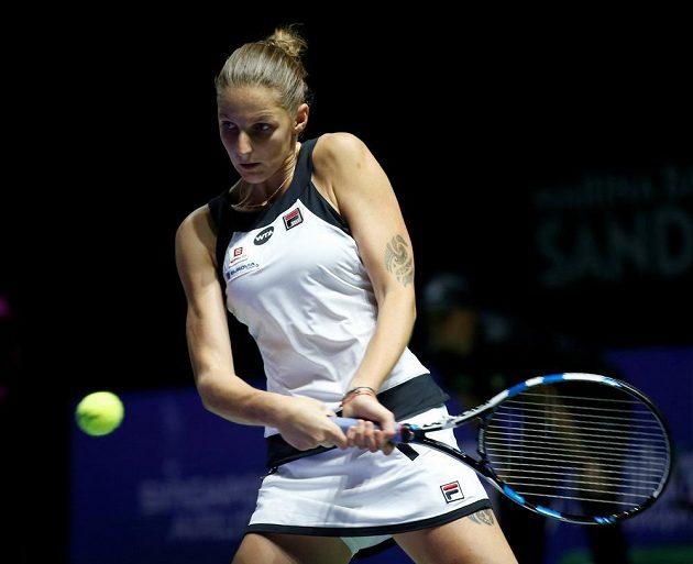 Karolína Plíšková v úvodním utkání Turnaje mistryň proti Španělce Garbiňe Muguruzaové.