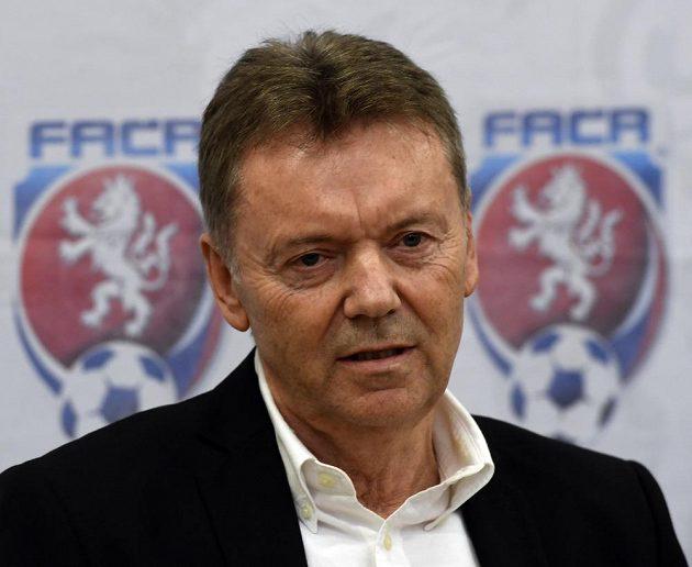 Druhý místopředseda svazu Roman Berbr na tiskové konferenci po mimořádném zasedání výkonného výboru Fotbalové asociace ČR.