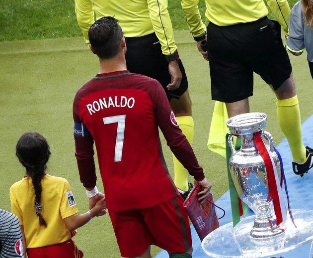 Portugalec Cristiano Ronaldo nastupuje k finále. Sáhne si na pohár po zápase?
