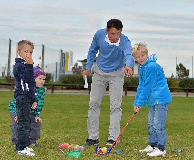 Libor Sionko se věnoval i výuce dětí v golfové akademii.