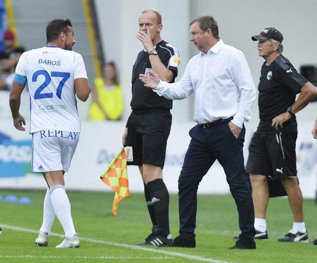 Milan Baroš z Baníku Ostrava (vlevo) v diskusi s trenérem Viktorie Plzeň Pavlem Vrbou.