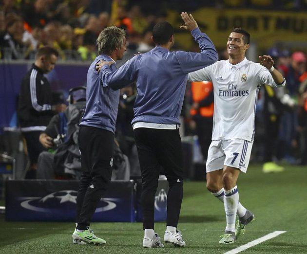 Cristiano Ronaldo z Realu po vedoucím gólu proti Dortmundu spěchal k lavičce.