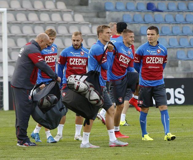 Čeští fotbalisté na tréninku v Rize