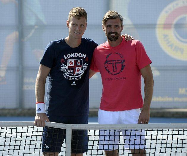 Český tenista Tomáš Berdych (vlevo) se svým novým trenérem, wimbledonským vítězem z roku 2001, Goranem Ivaniševičem.