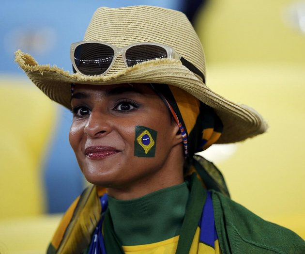 Brazilská fanynka během Poháru FIFA