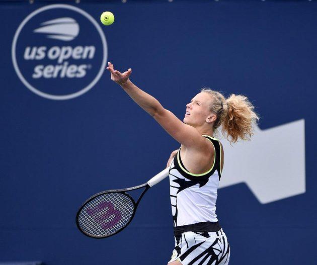 Kateřina Siniaková při utkání se Španělkou Sarou Sorribesovou Tormovou v Montrealu.
