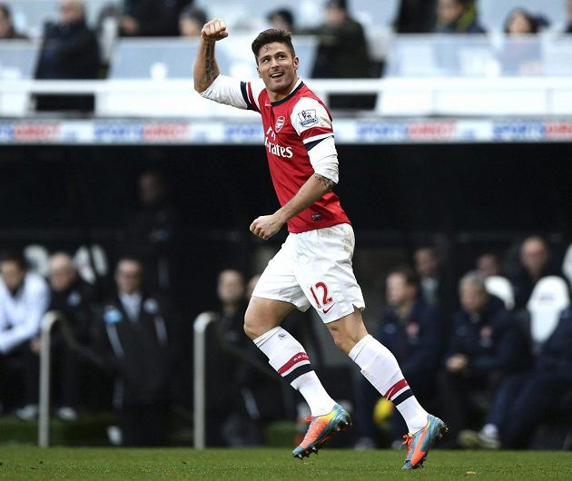 Útočník Arsenalu Olivier Giroud slaví svůj gól na hřišti Newcastlu United.