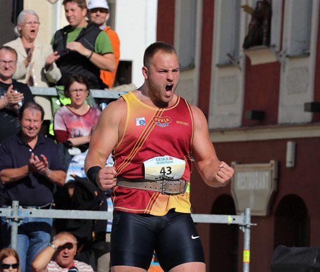 Radost Tomáše Staňka po úspěšném pokusu na mistrovství republiky v Táboře.