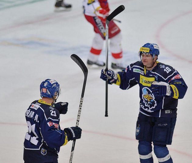Pavel Patera (vpravo) gratuluje Miroslavu Hořavovi k jeho trefě proti Slavii.