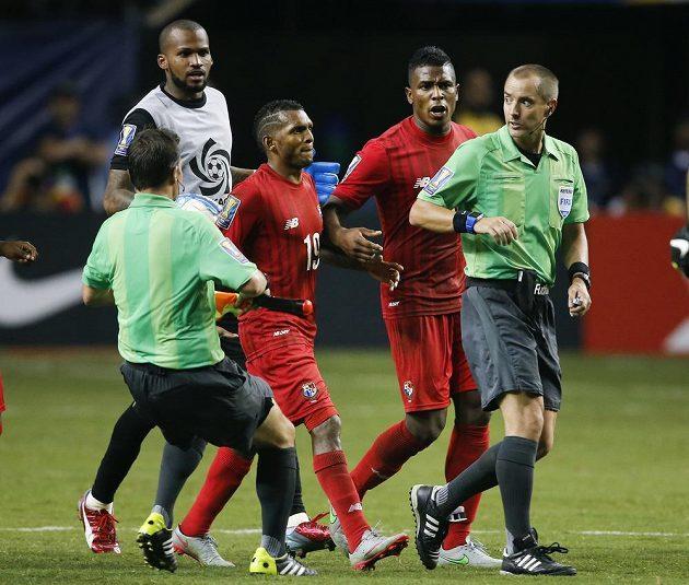 Sudí se stali předmětem zájmu panamských fotbalistů, kteří vypadli s Mexičany.