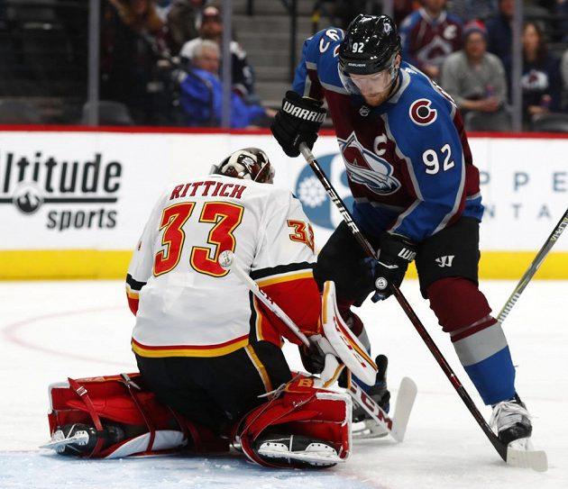 David Rittich inkasoval v NHL čtyřikrát během deseti minut a s Calgary prohrál na ledě Colorada 2:5.. V tuto chvíli ale Rittich zneškodnil šanci Gabriela Landeskoga
