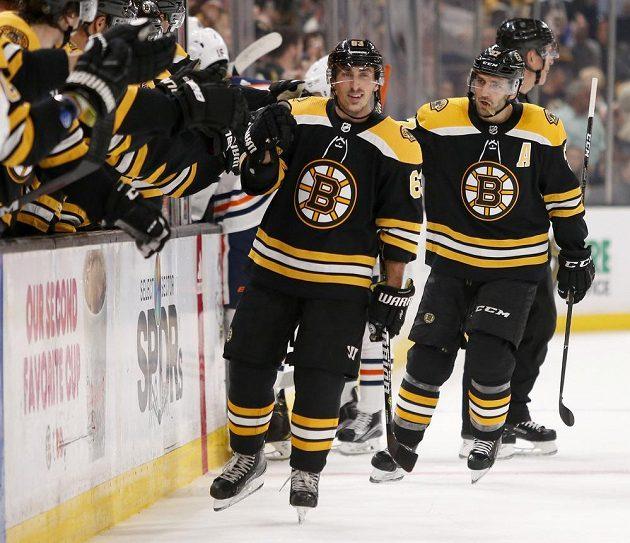 Hokejisté Bostonu slaví branku