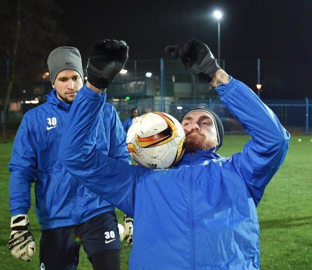 Milan Kerbr (vpravo) a brankář Lukáš Hroššo z Liberce před zápasem Evropské ligy s Marseille.