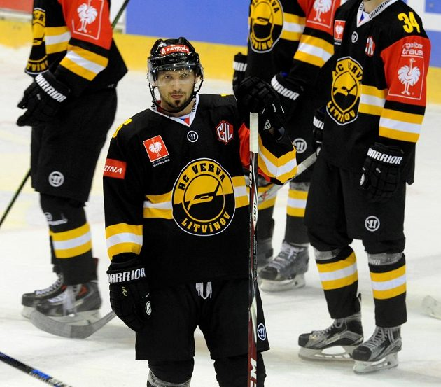 Litvínovský hrdina František Lukeš, který v prodloužení zajistil Vervě postup do osmifinále Ligy mistrů přes Vídeň Capitals.