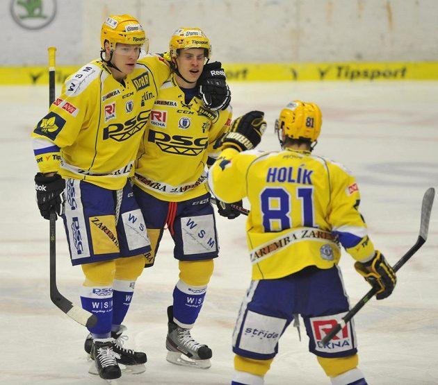 Hokejisté Zlína (zleva) Robert Říčka, Roman Vlach a Petr Holík se radují z gólu.