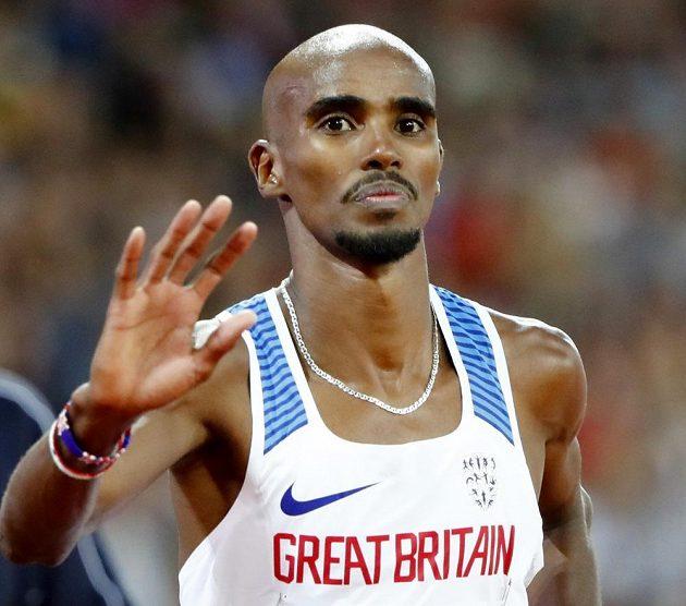 Brit Mo Farah po zisku stříbra na 5000 m během MS v Londýně.