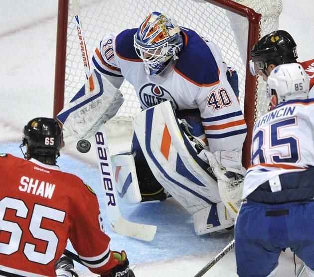 Brankář Devan Dubnyk ještě v dresu Edmontonu.