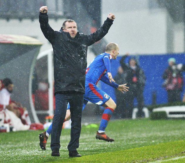 Trenér Plzně Pavel Vrba se raduje z gólu Viktorie ve šlágru ligy se Slavií.